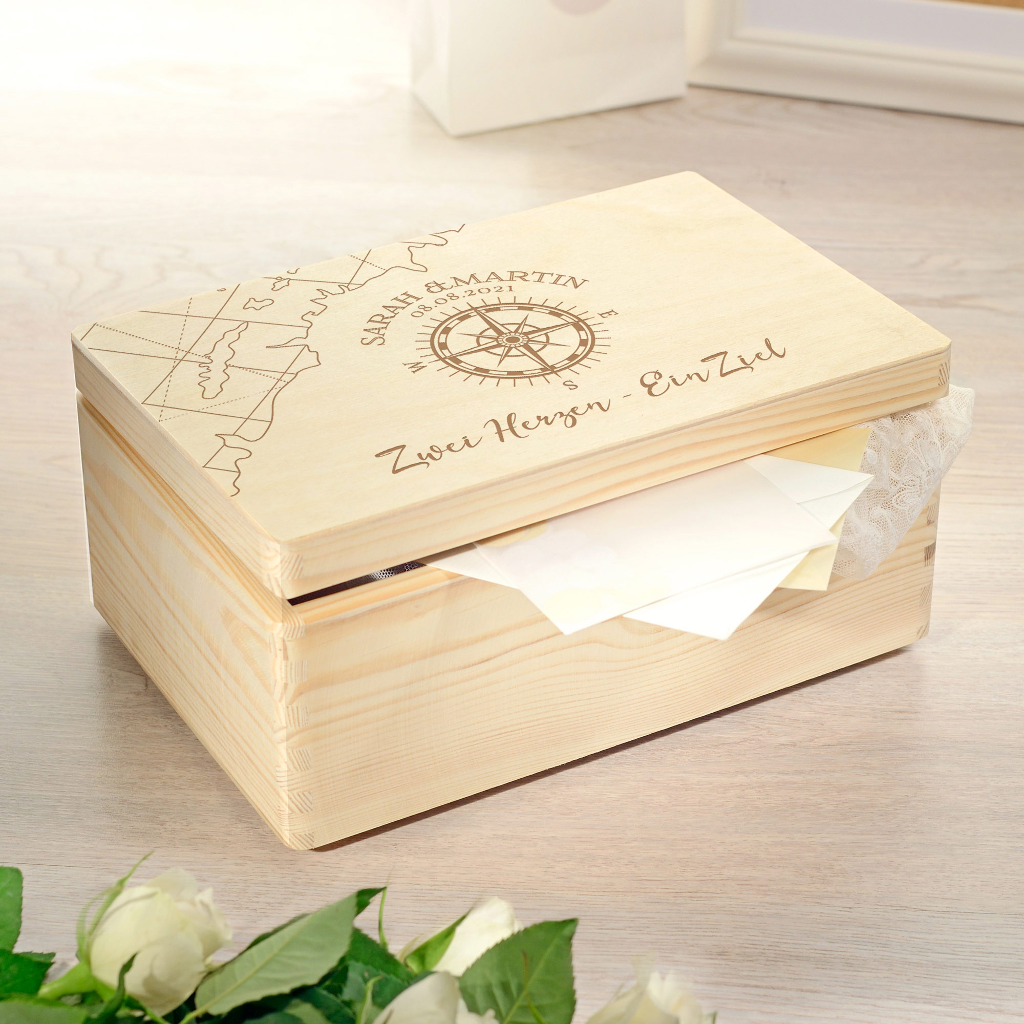 Erinnerungsbox mit Gravur - Kompass Liebe - Personalisiert