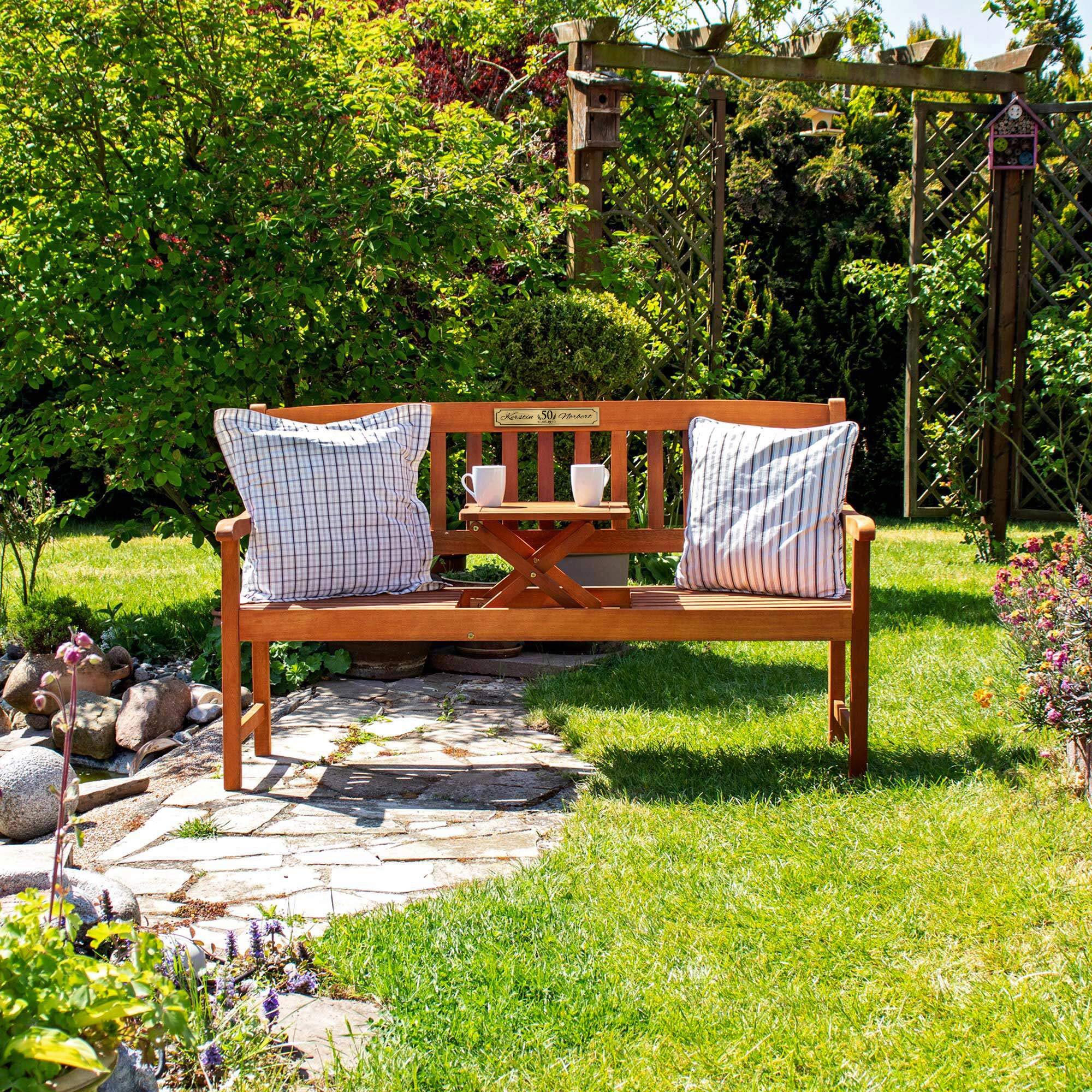 Gartenbank zur Goldenen Hochzeit aus Holz mit personalisierter Plakette