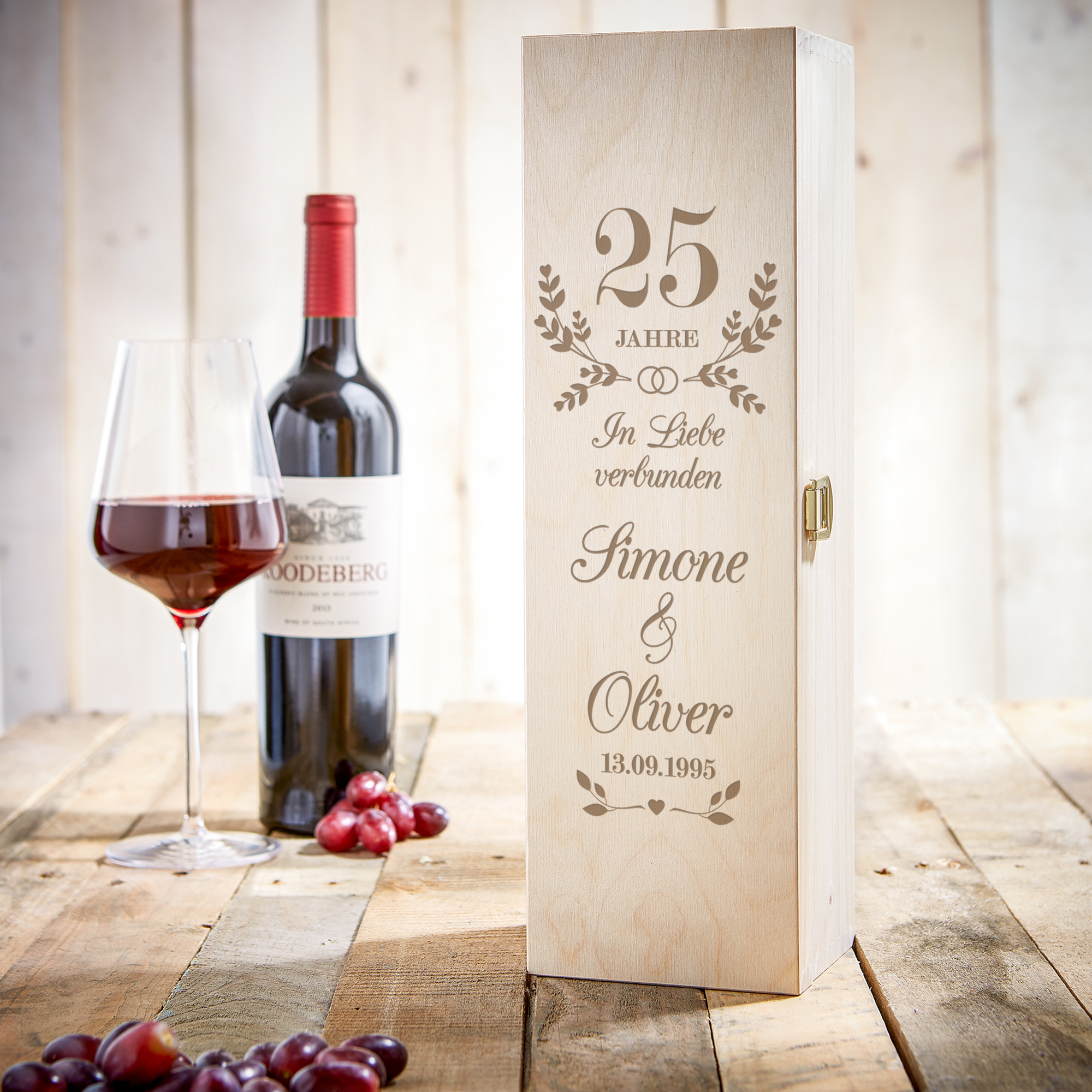 Gravierte Weinkiste zur Silberhochzeit - Personalisiert