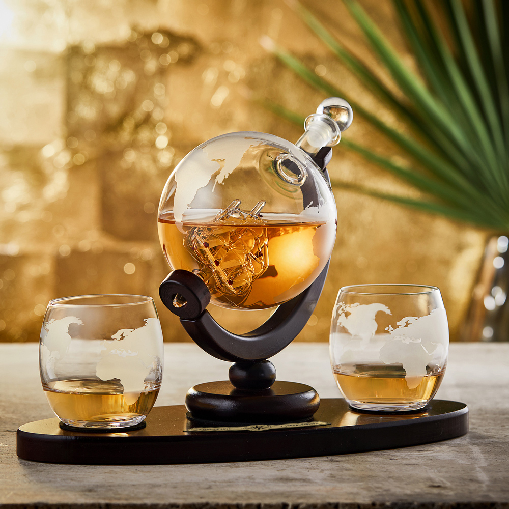 Whisky Set - Design Karaffe Globus mit 2 Gläsern und Tablett